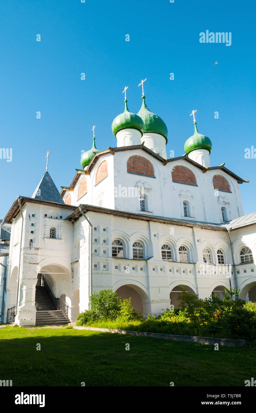Veliky Novgorod, Russia - St Nicholas Orthodox cathedral in St Nicholas Vyazhischsky stauropegic monastery in sunny weather - Stock Image