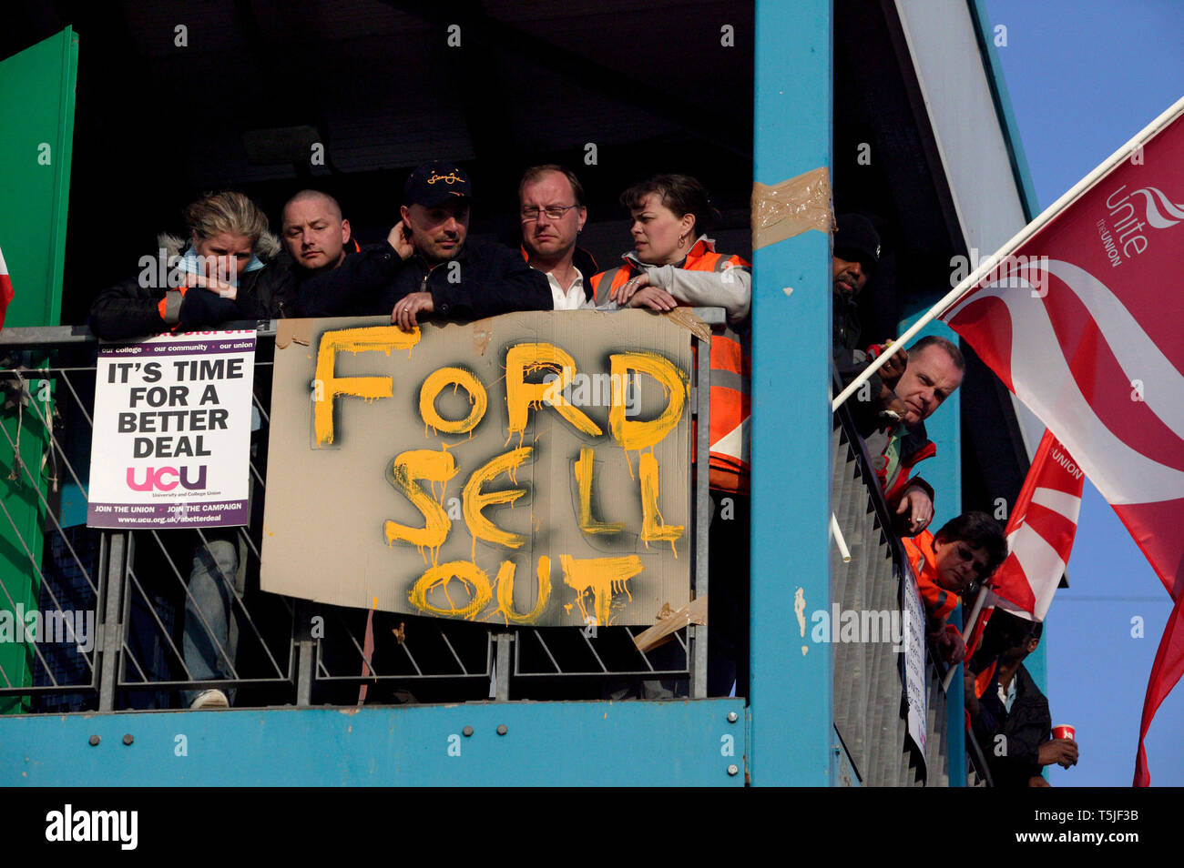 Sacked workers from car components firm Visteon occupy the roof of their former employer. Enfield, North London. 2 April 09. - Stock Image