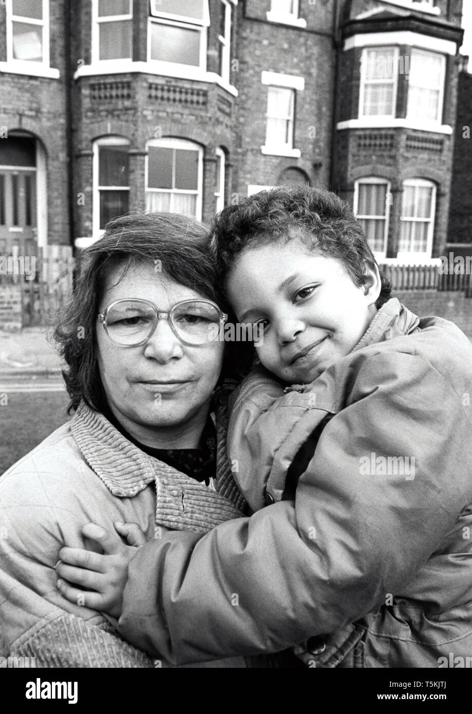 Mother and small child, UK 1989 - Stock Image