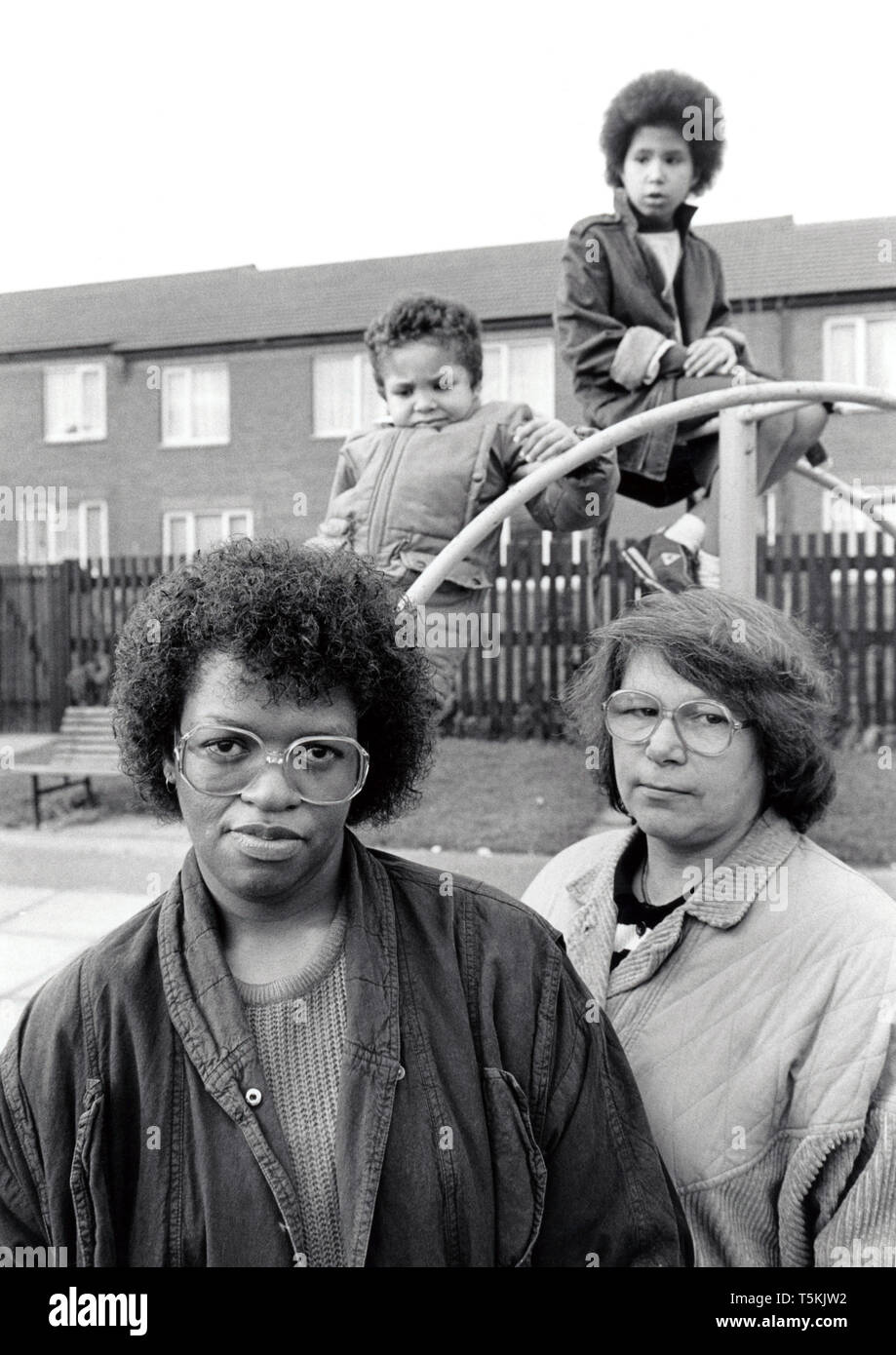 Mothers and small children in playground, UK 1989 - Stock Image