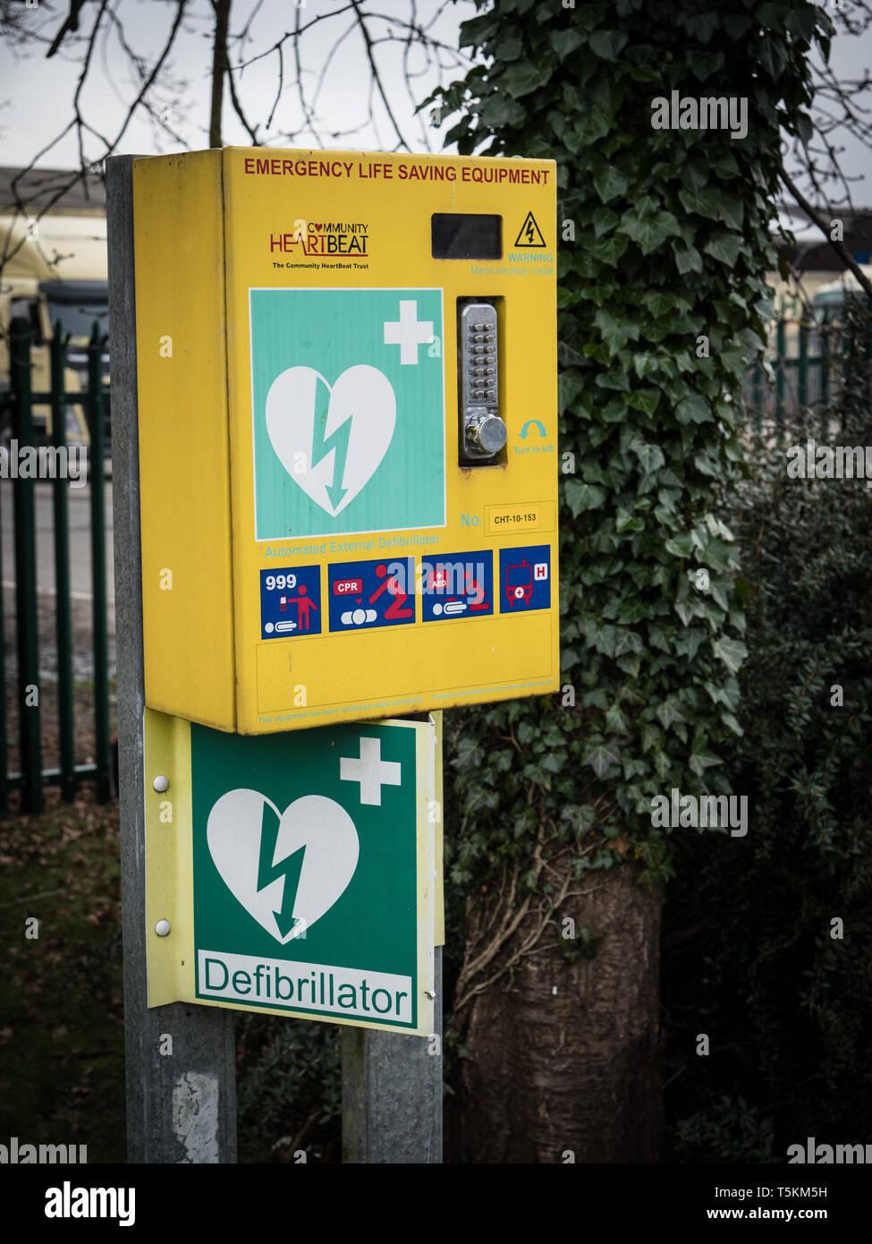 Emergency portable defibrillation aparatus - Stock Image