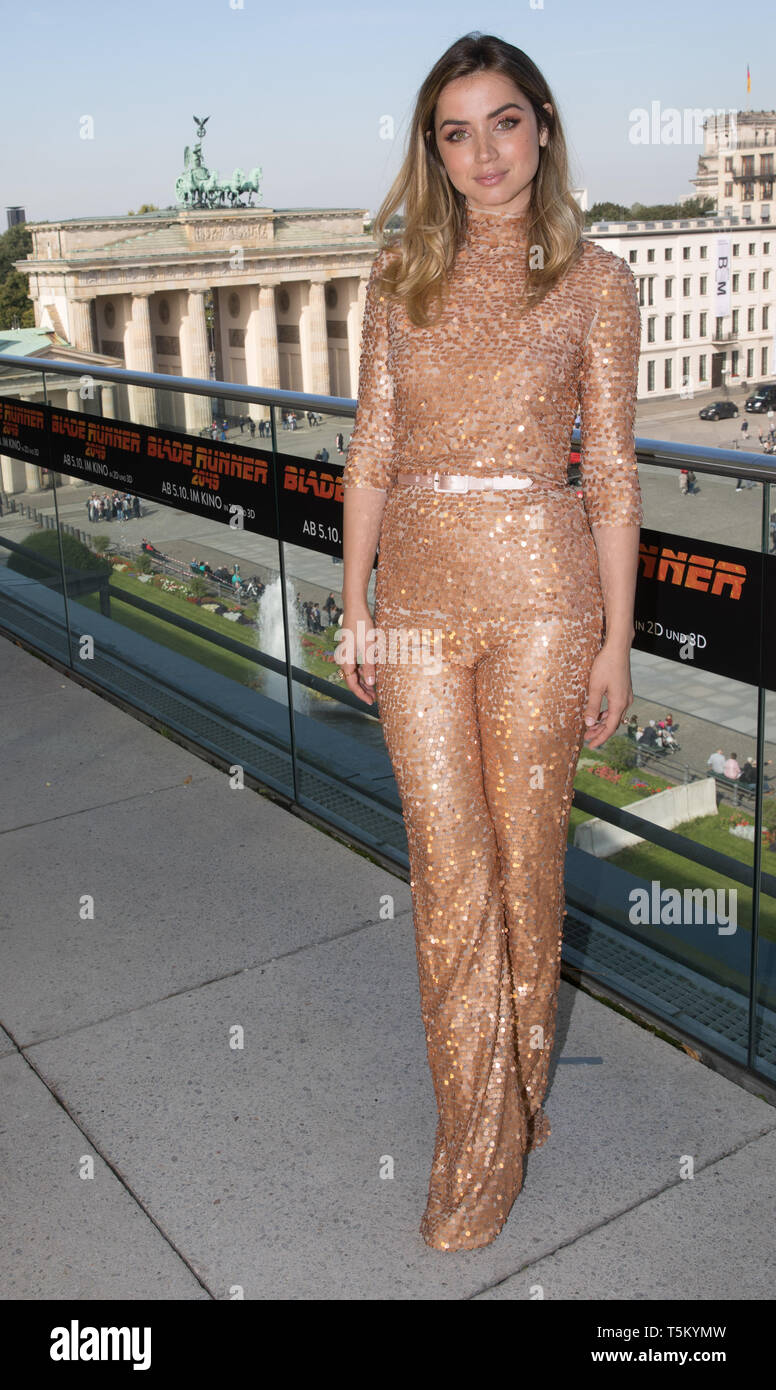 FILED - 17 September 2017, Berlin: The actress Ana de Armas at a photo call on the occasion of the movie 'Blade Runner 2049'. She belongs to the cast of the new James Bond film, which has no title yet, but will be shown as Bond 25 until further notice. (to dpa 'Bond 25: Still without title, but with Oscar winner Rami Malek') Photo: Jörg Carstensen/dpa - Stock Image