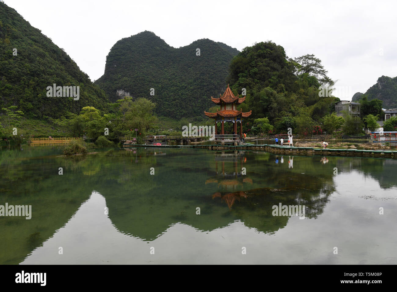 (190425) -- NANNING, April 25, 2019 (Xinhua) -- Tourist visit the Equan scenic spot of Jingxi City, south China's Guangxi Zhuang Autonomous Region, April 16, 2019. Guangxi has promoted major tourism projects and brands in recent years, and the customs of border area have attracted a lot of tourists. (Xinhua/Lu Boan) Stock Photo