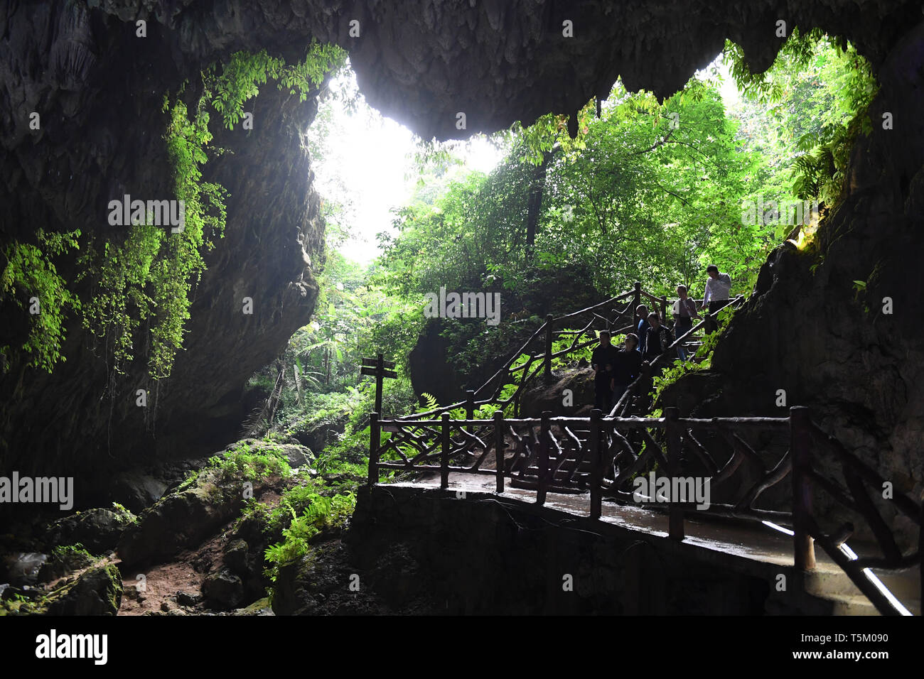 (190425) -- NANNING, April 25, 2019 (Xinhua) -- Tourists visit the Tongling Canyon of Jingxi City, south China's Guangxi Zhuang Autonomous Region, April 16, 2019. Guangxi has promoted major tourism projects and brands in recent years, and the customs of border area have attracted a lot of tourists. (Xinhua/Lu Boan) Stock Photo