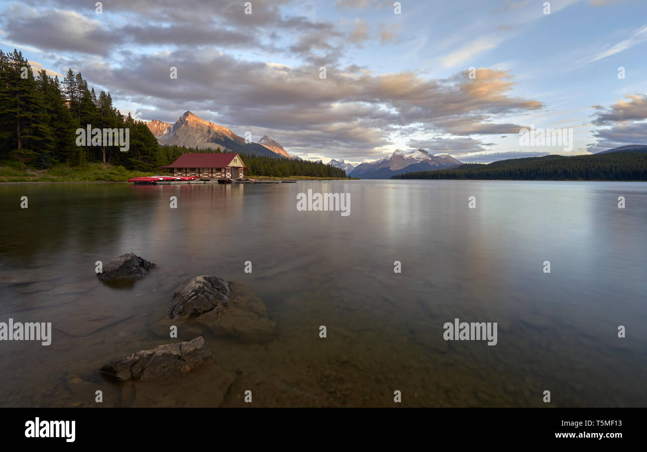 Canada, Alberta, Jasper National Park, Maligne Mountain, Maligne Lake, - Stock Image