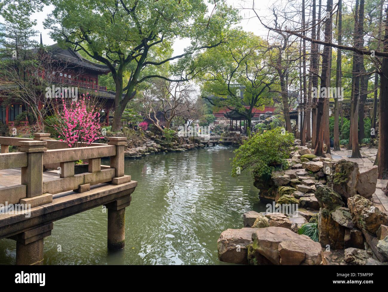 Yuyuan Gardens (also Yu Garden or Yuyuan Garden), Old Town (Nanshi district), Shanghai, China - Stock Image