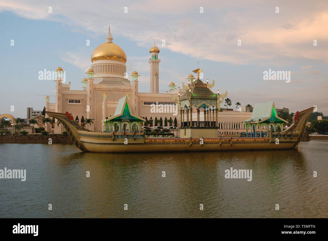 Sultan's Mosque in the daytime looking across the water/lake towards the  expensive mosque in Bandar Seri Begawan, Brunei Darussalem in Borneo - Stock Image