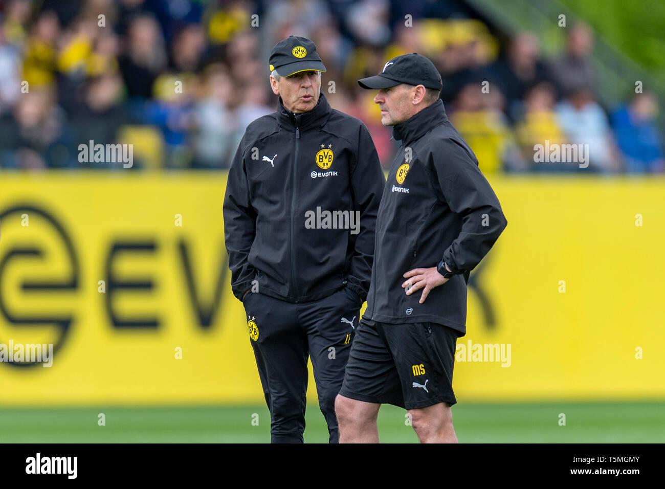 Fußball: Saison 2018/2019, Training von Borussia Dortmund am 25.04.2019  Dortmunds Trainer Lucien Favre und sein Co-Trainer Manfred Stefes - Stock Image