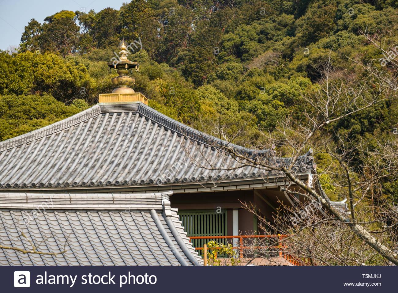 Classic ceramic tiled roofs in the traditional Japanese architectural style on the grounds of the Kiyomizu-dera Temple, Kiyomizu, Higashiyama-ku, Kyot - Stock Image