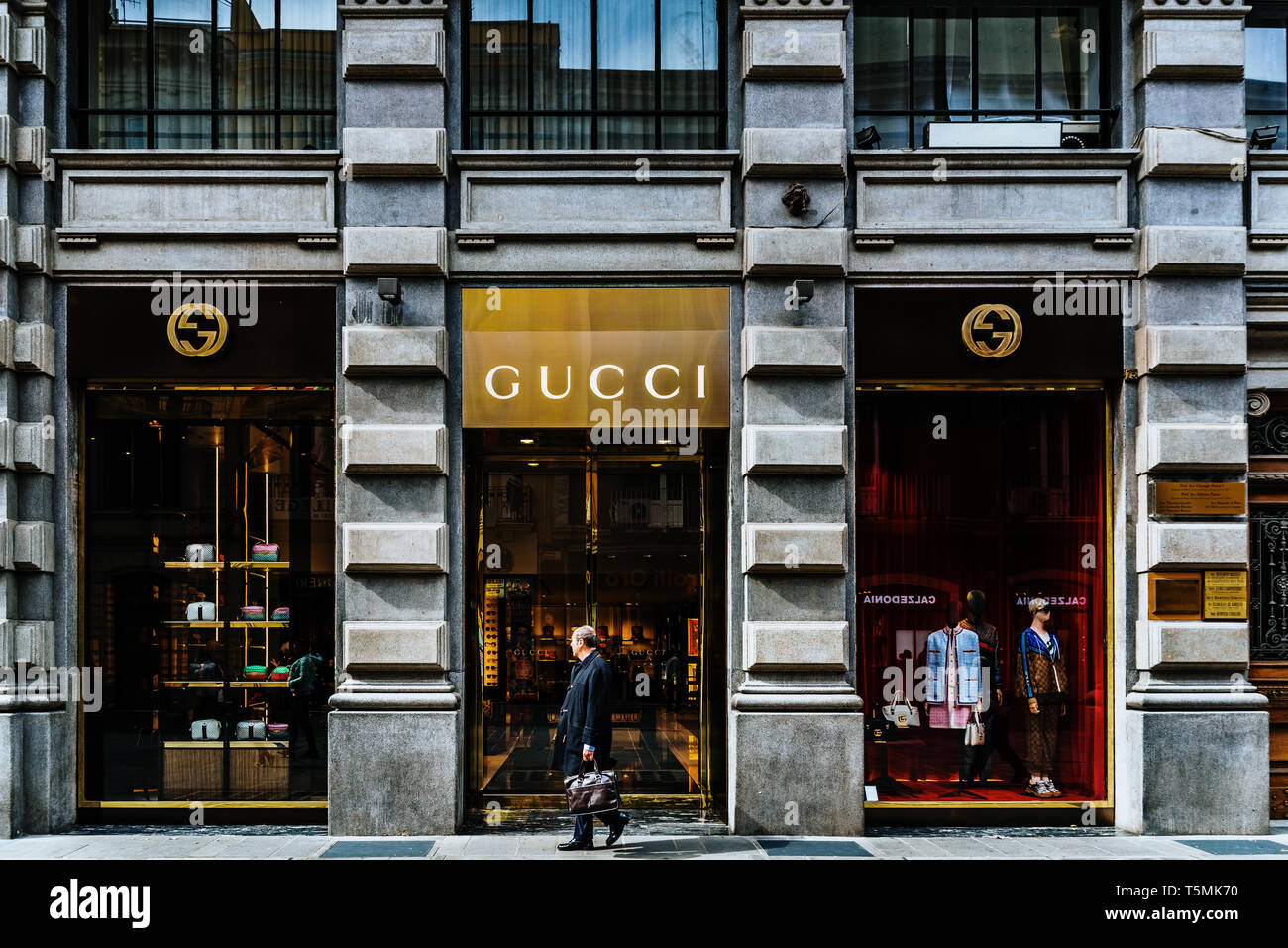 94c9b5efd40 Gucci Shop Window Stock Photos   Gucci Shop Window Stock Images - Alamy