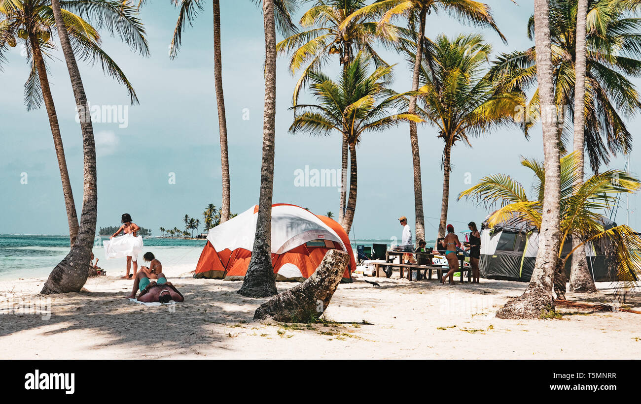 Panamanian tourists camp on one of the San Blas islands for the long Easter weekend - Stock Image