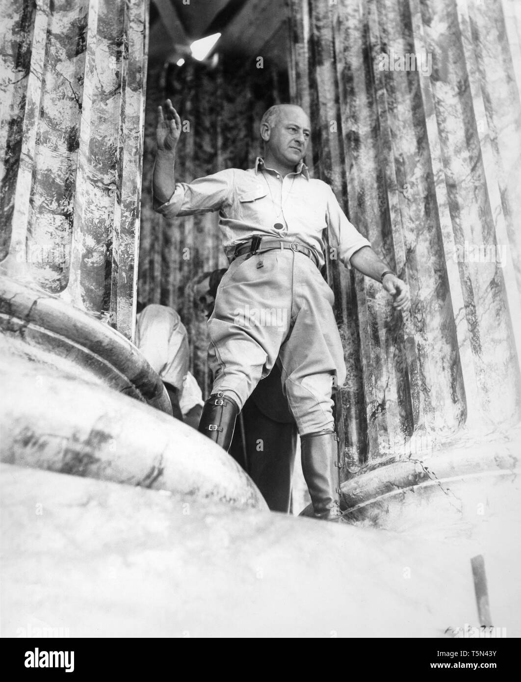 CECIL B. DeMILLE directing CLEOPATRA 1934 on set filming Classic Hollywood director pose Paramount Pictures - Stock Image
