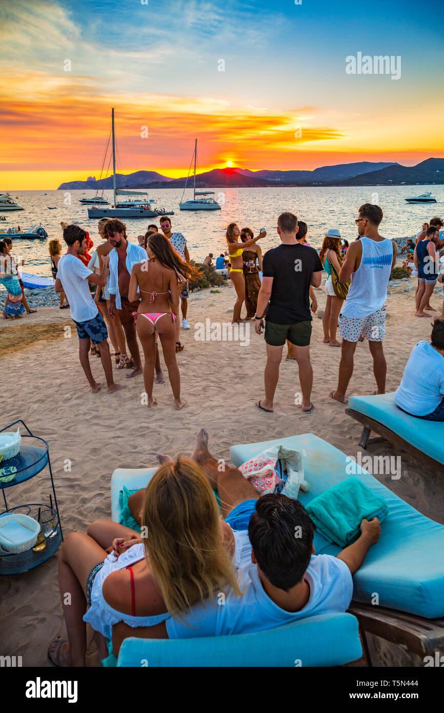 Experimental Beach at Cap dés Falcó Restaurant  Es Codolar