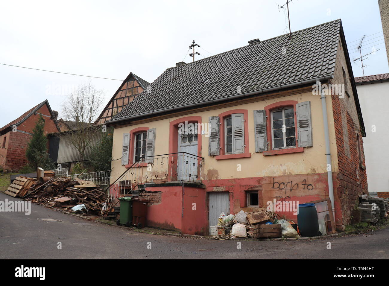 An old abandoned, run down house in Germany - Stock Image