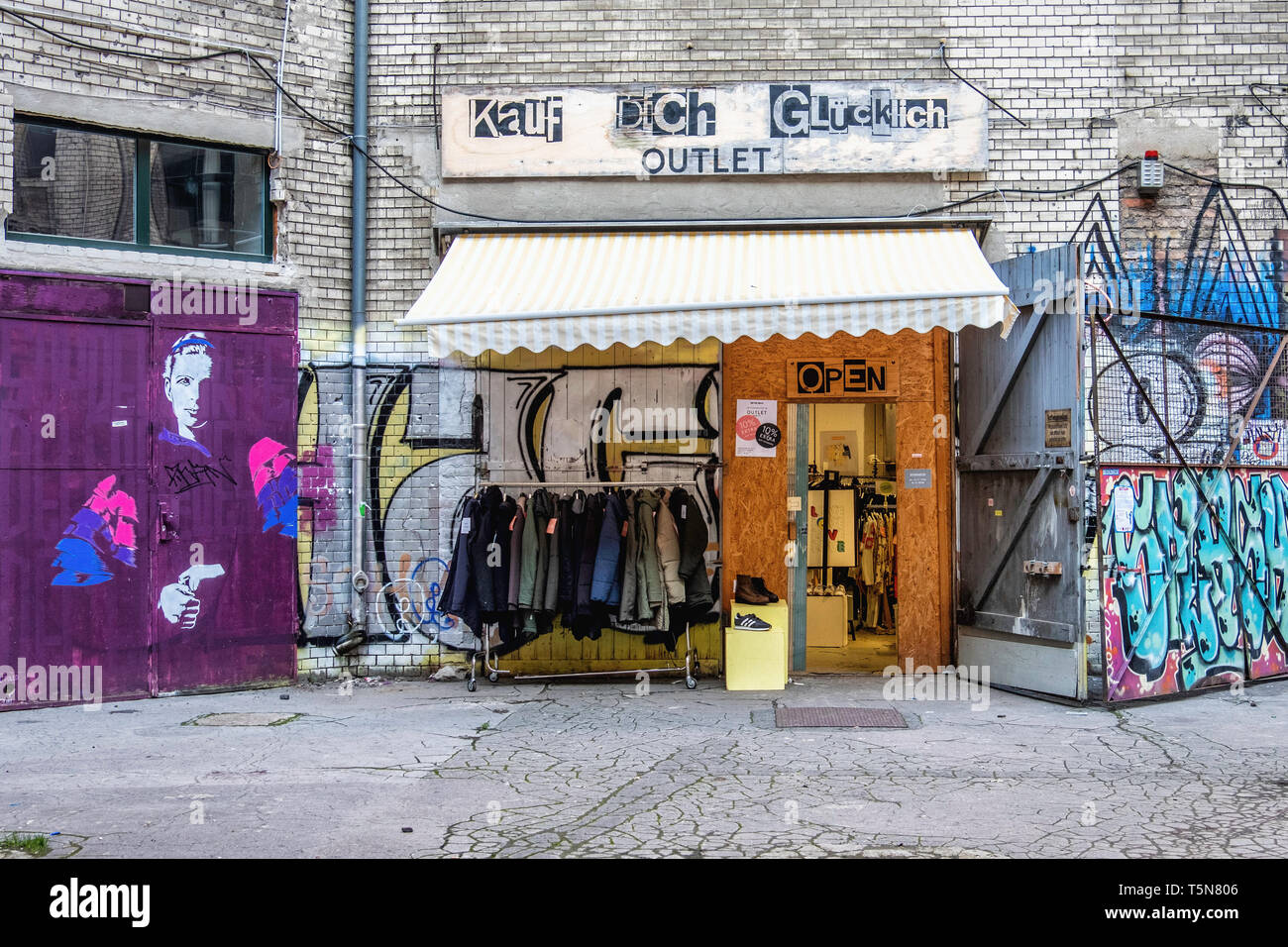 Wedding, Berlin. kauf dich glücklich clothes shop & fashion outlet in  Inner courtyard of dilapidated old industrial building  at Gerichtstrasse 23. Stock Photo