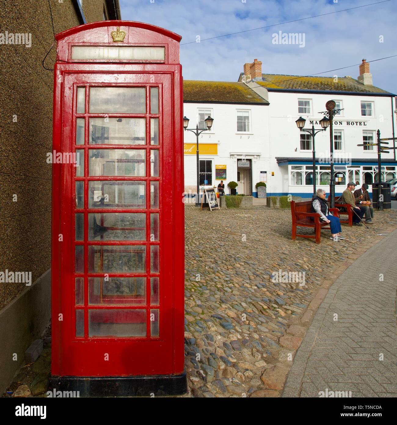 Red telephone box & Marazion Hotel, Marazion, Cornwall, England - Stock Image