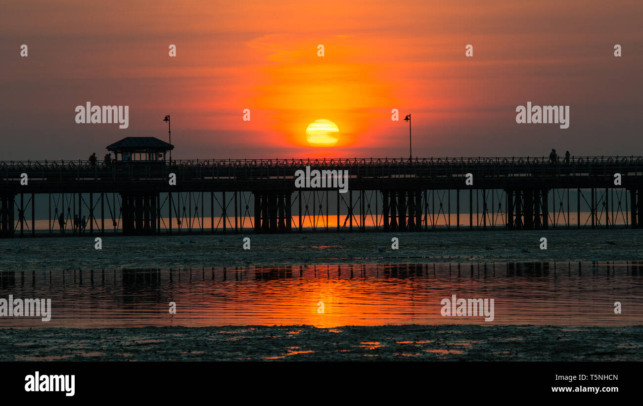 Spring sunset behind Ryde pier, Isle of Wight - Stock Image