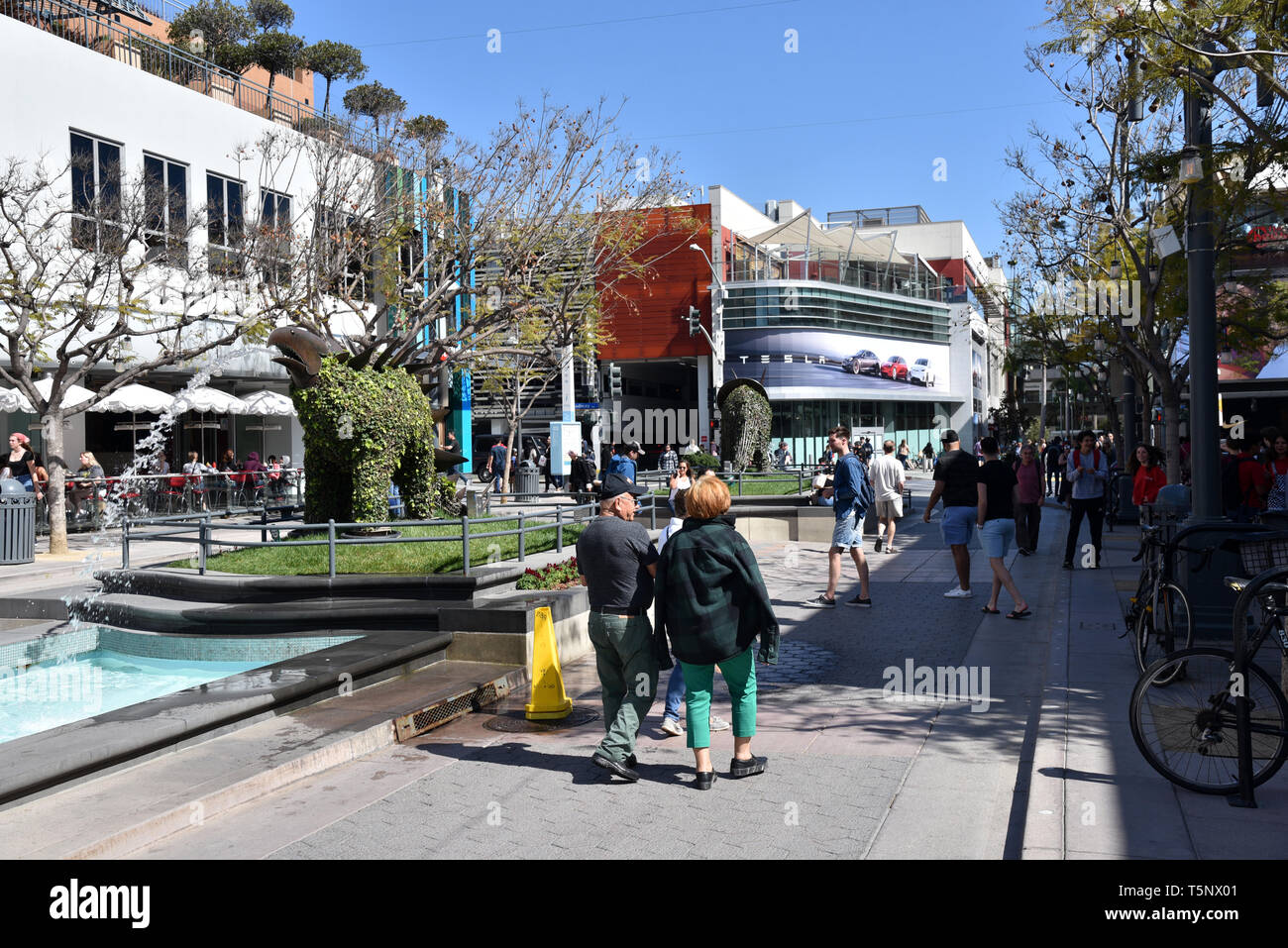 LOS ANGELES, CA/USA  - APRIL 11, 2019: Shoppers and tourist enjoying  the Third Street Promenade in Santa Monica, a premier shopping destination and t - Stock Image