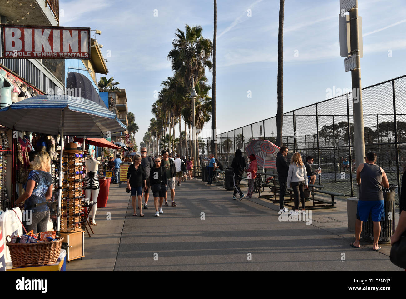 LOS ANGELES, CA/USA  - November 17, 2018: Bodybuilders and tourists at the world famous Muscle Beach in Venice California  Tourists enjoying the famou - Stock Image