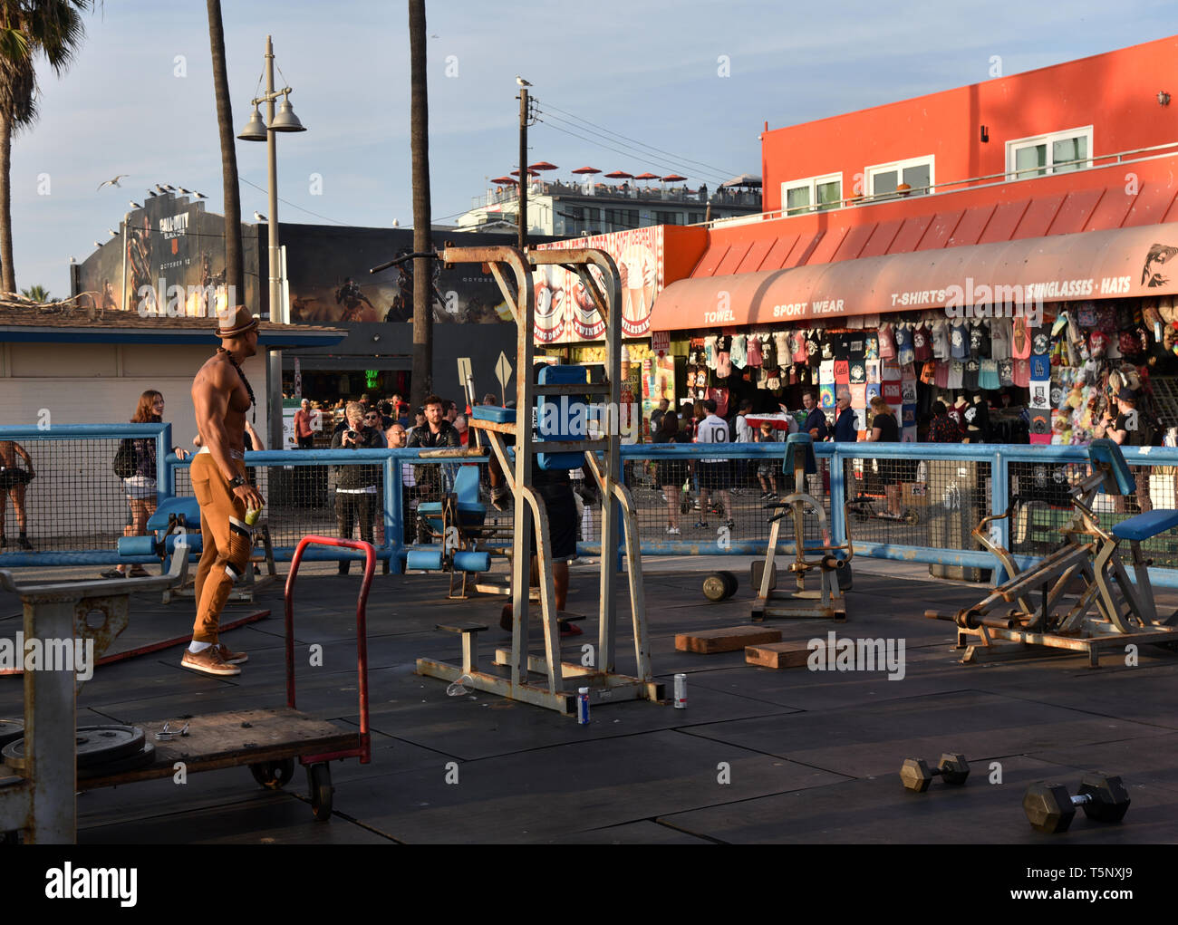 LOS ANGELES, CA/USA  - November 17, 2019: Bodybuilders and tourists at the world famous Muscle Beach in Venice California - Stock Image