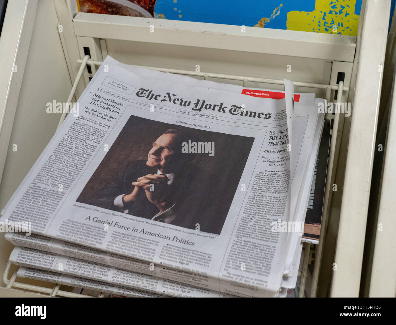 New York Times cover of death of George H.W. Bush - Stock Image