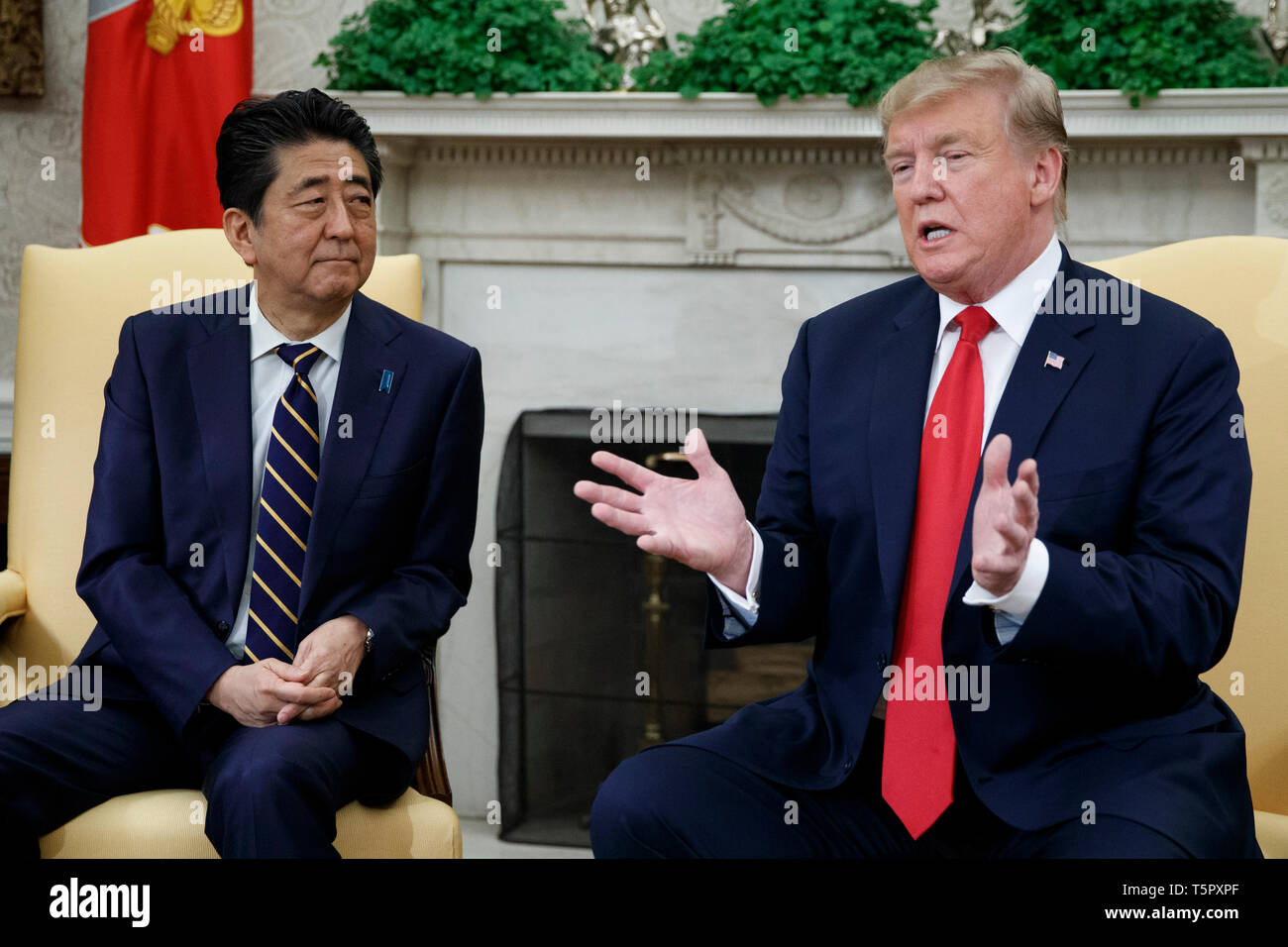 Washington, DC, USA. 26th Apr, 2019. US President Donald J. Trump meets with Japanese Prime Minister Shinzo Abe in the Oval Office of the White House in Washington, DC, USA, 26 April 2019. President Trump is hosting a dinner for Prime Minister Abe and his wife celebrating the First Lady's 49th birthday Credit: Shawn Thew/Pool via CNP | usage worldwide Credit: dpa/Alamy Live News Stock Photo