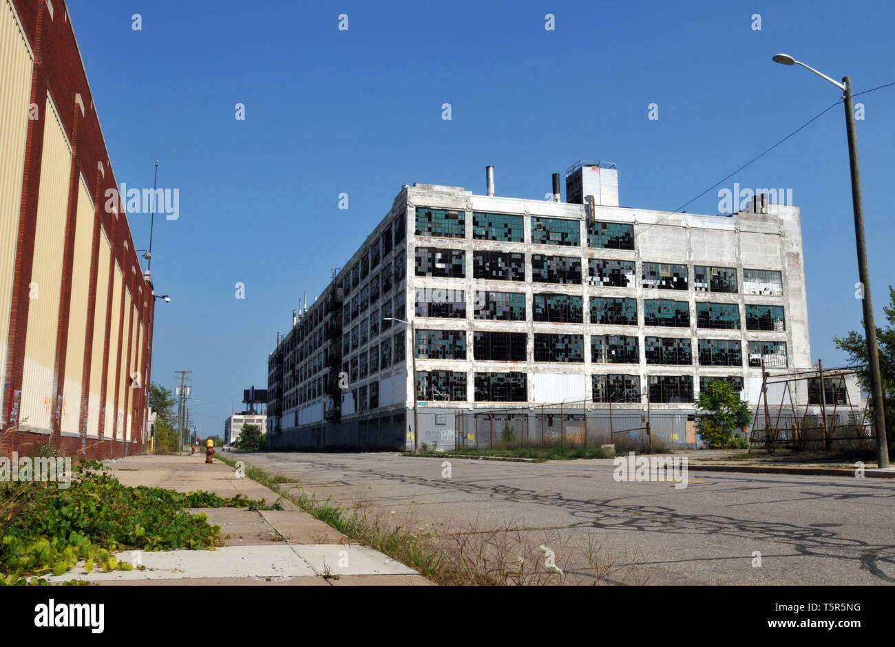 The long-abandoned Fisher Body Plant 21 in Detroit, Michigan. Designed by architect Albert Kahn, the automotive body plant was built in 1919. - Stock Image