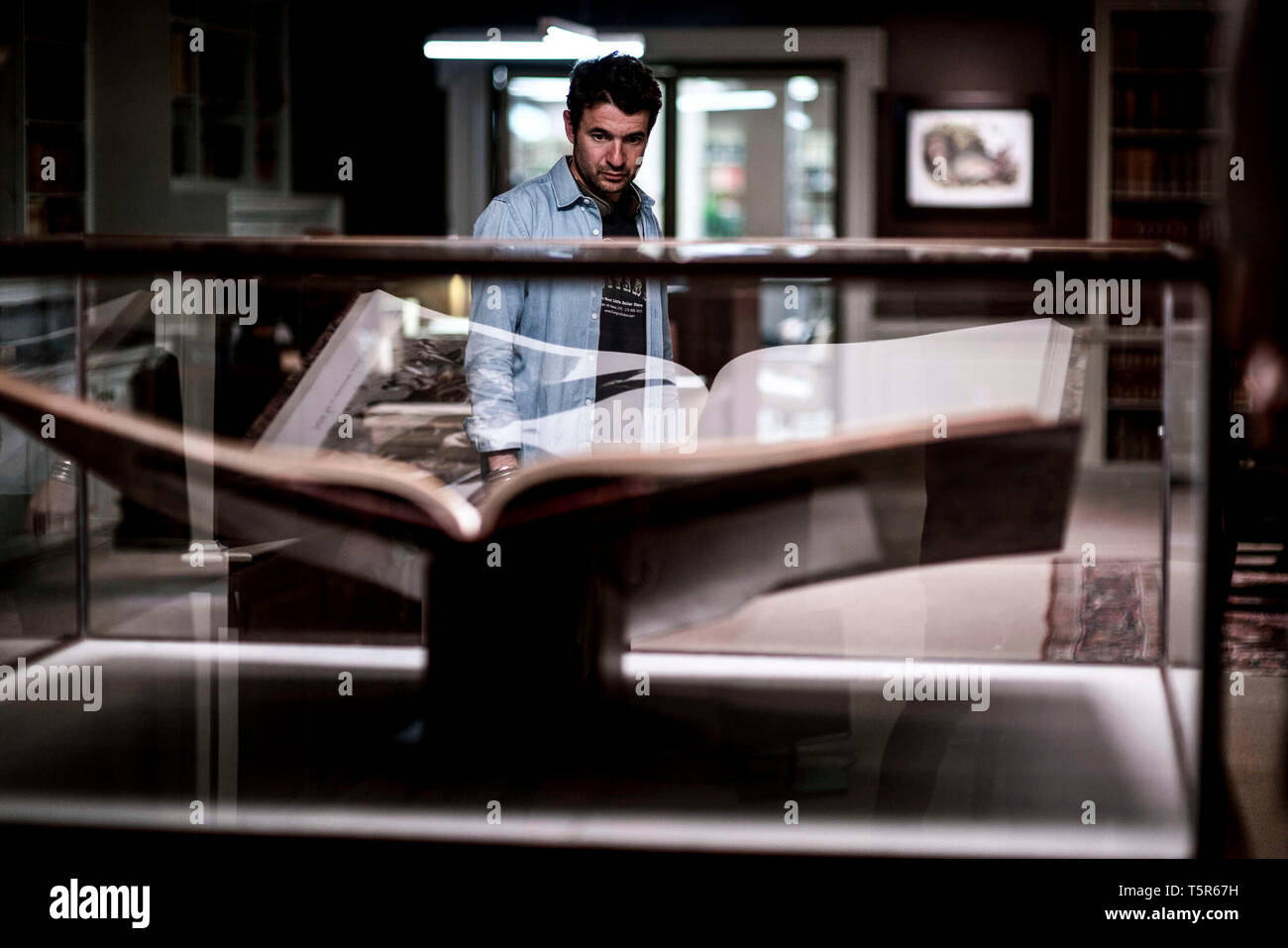AMERICAN ANIMALS 2018 de Bart Layton Bart Layton sur le tournage on set; tournage Prod DB ©Wilson Webb - Film4 - New Amsterdam Film Company - RAW / D - Stock Image