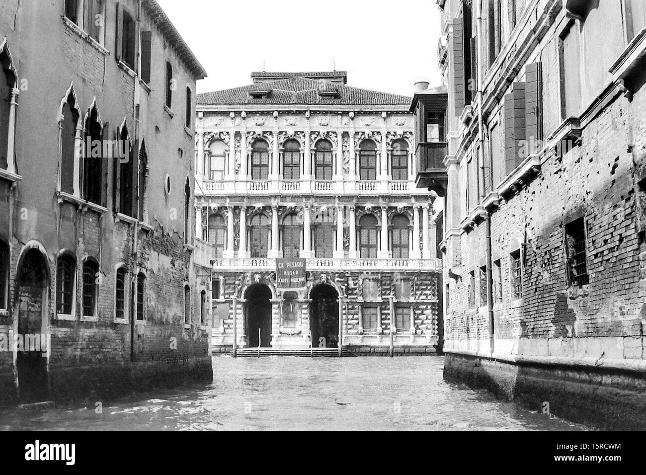 Venice, Italy, 1980 - black and white photo - 'Ca' Pesaro': Venetian palace overlooking the Canal Grande. It is home to the International Gallery of Modern Art and the Oriental Art Museum of Venice. - Stock Image