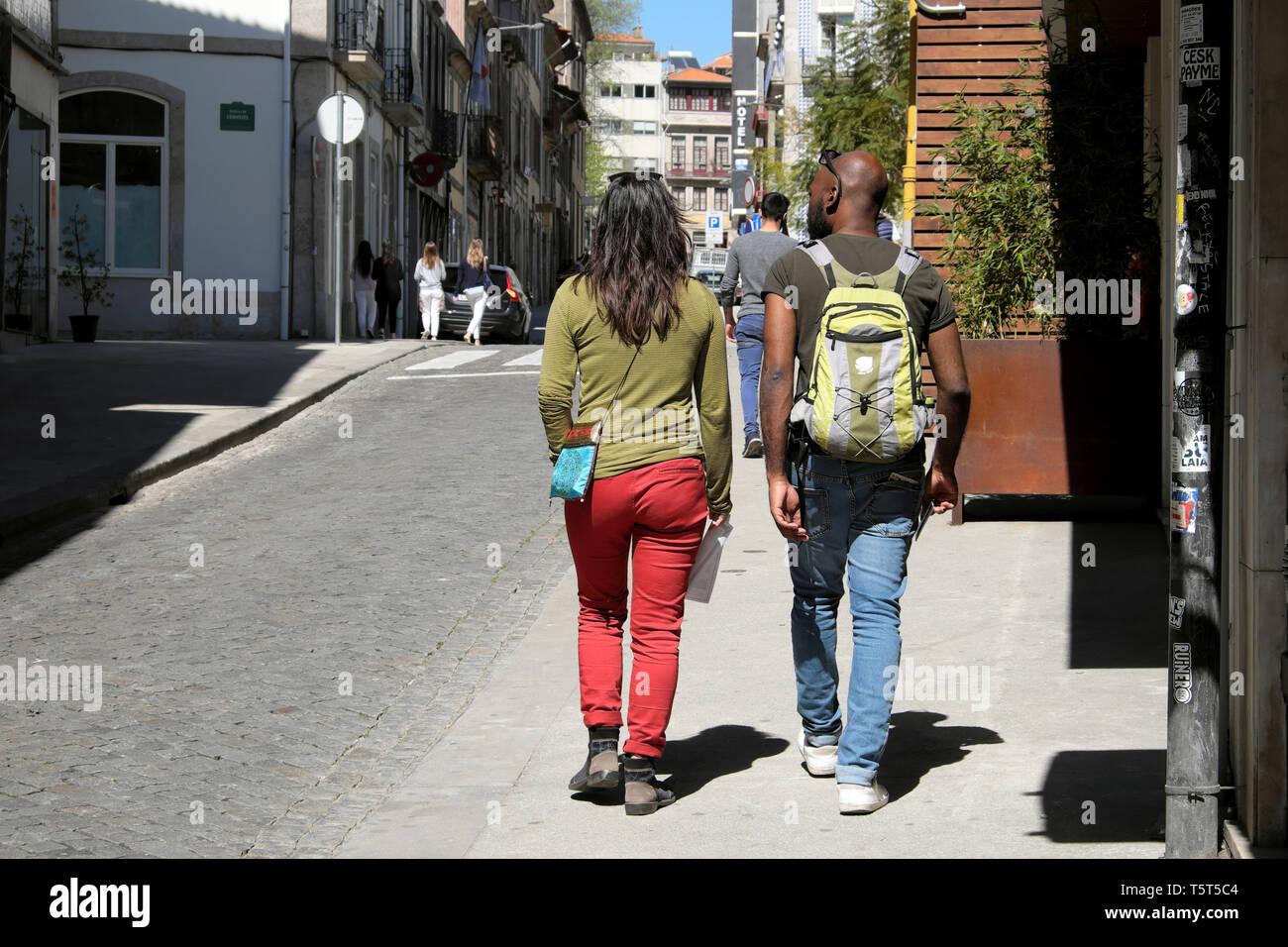 Trendy young couple rear view walking near Selina Hostel on Rua Das Oliveiras in the Portuguese city of Porto Oporto Portugal Europe EU  KATHY DEWITT - Stock Image