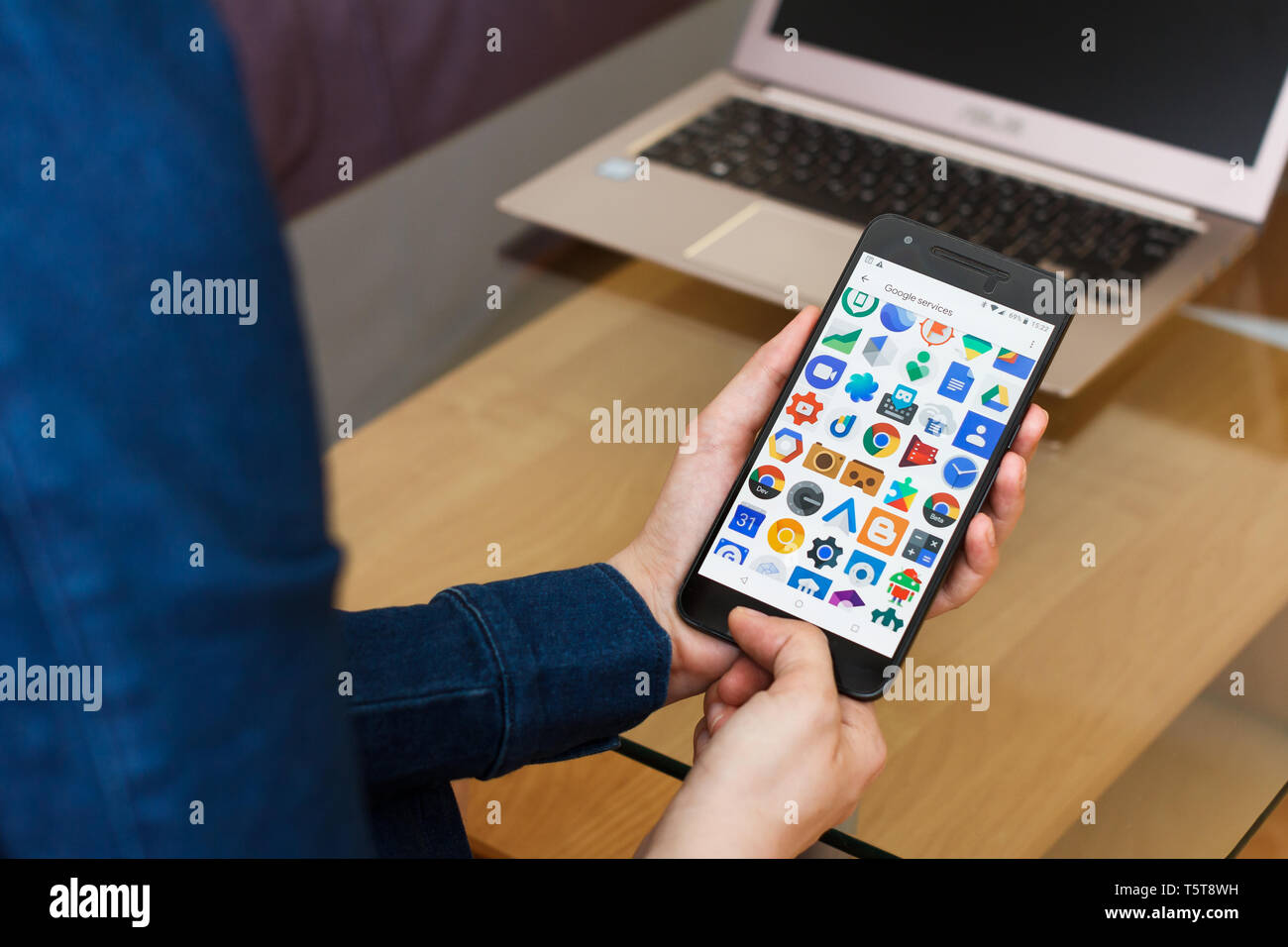 SAN FRANCISCO, US - 22 April 2019: Close up to female hands holding smartphone using Google Services and Applications, San Francisco, California, USA - Stock Image