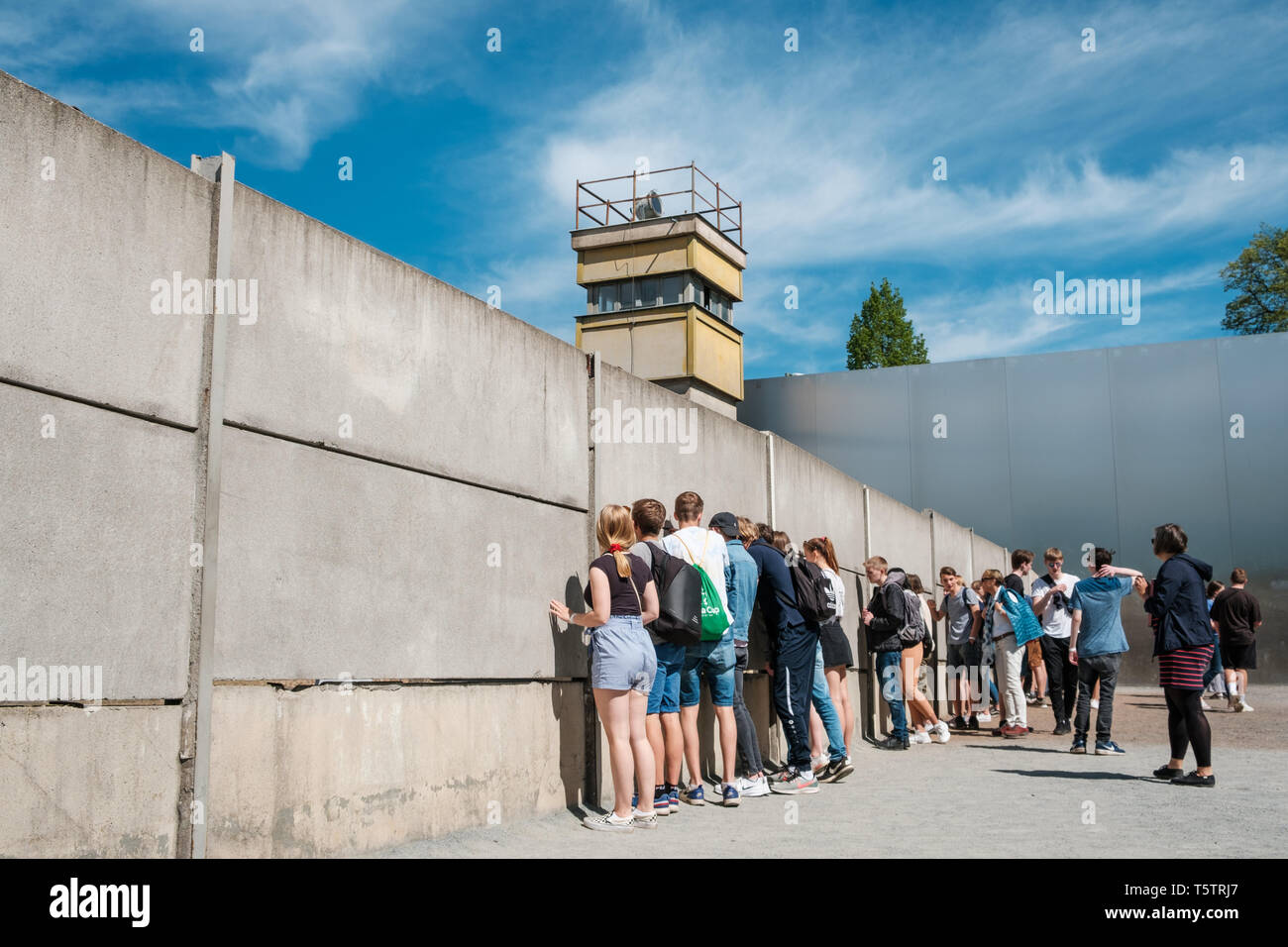 Berlin, Germany - April, 2019: Student group visiting the Berlin Wall Memorial near Nordbahnhof - Stock Image