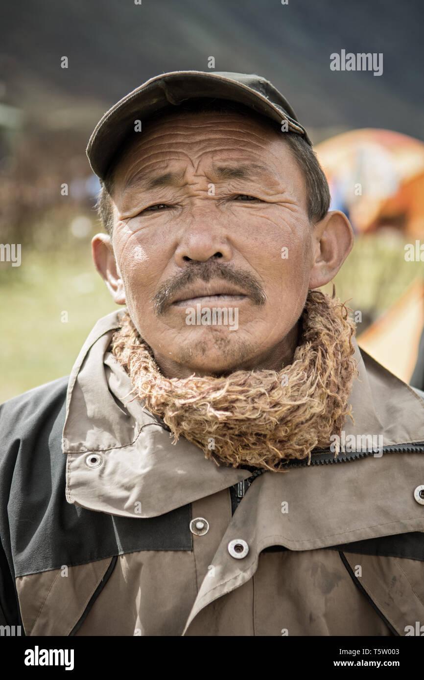 Portrait of a proud man in Chozo, Lunana Gewog, Gasa District, Snowman Trek, Bhutan Stock Photo