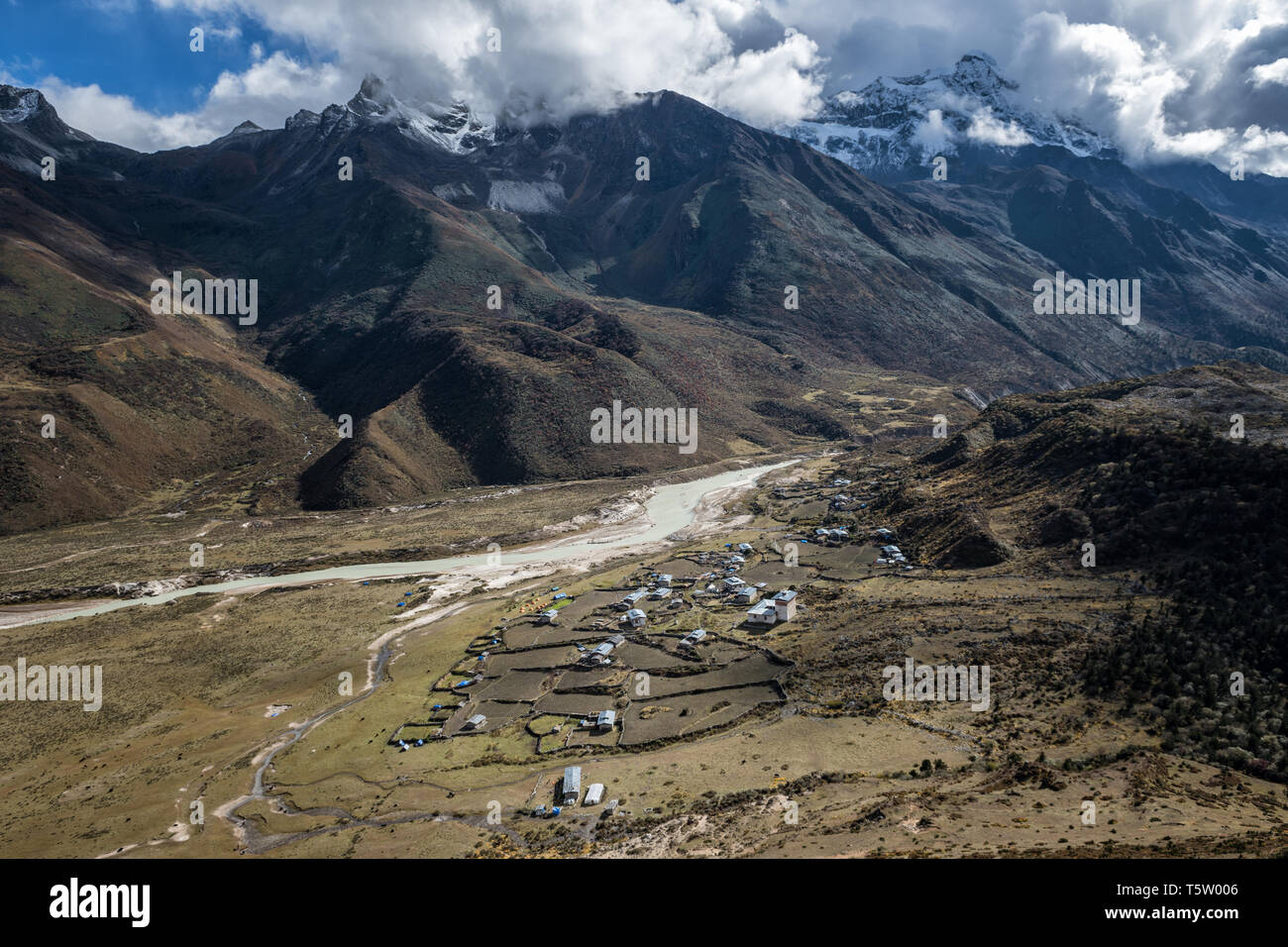 The remote village of Chozo and its mountains, Lunana Gewog, Gasa District, Snowman Trek, Bhutan Stock Photo
