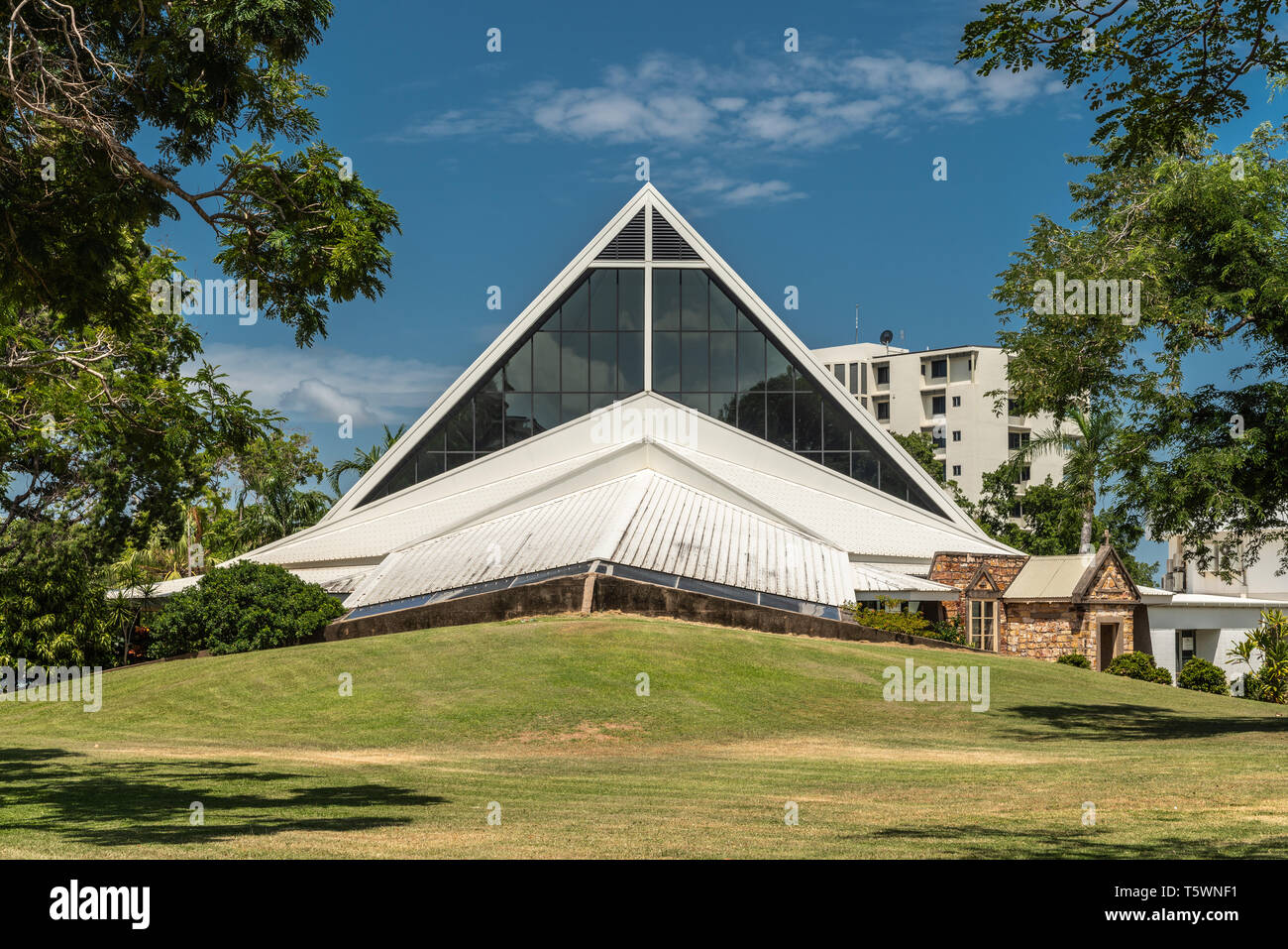 Darwin Australia February 22 2019 White Modern Pyramid Shaped Building Of Christ Church Anglican Cathedral Set In Green Park Under Blue Sky Stock Photo Alamy