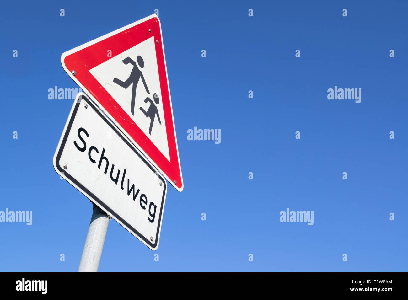 German road sign: children crossing/ way to school - Stock Image