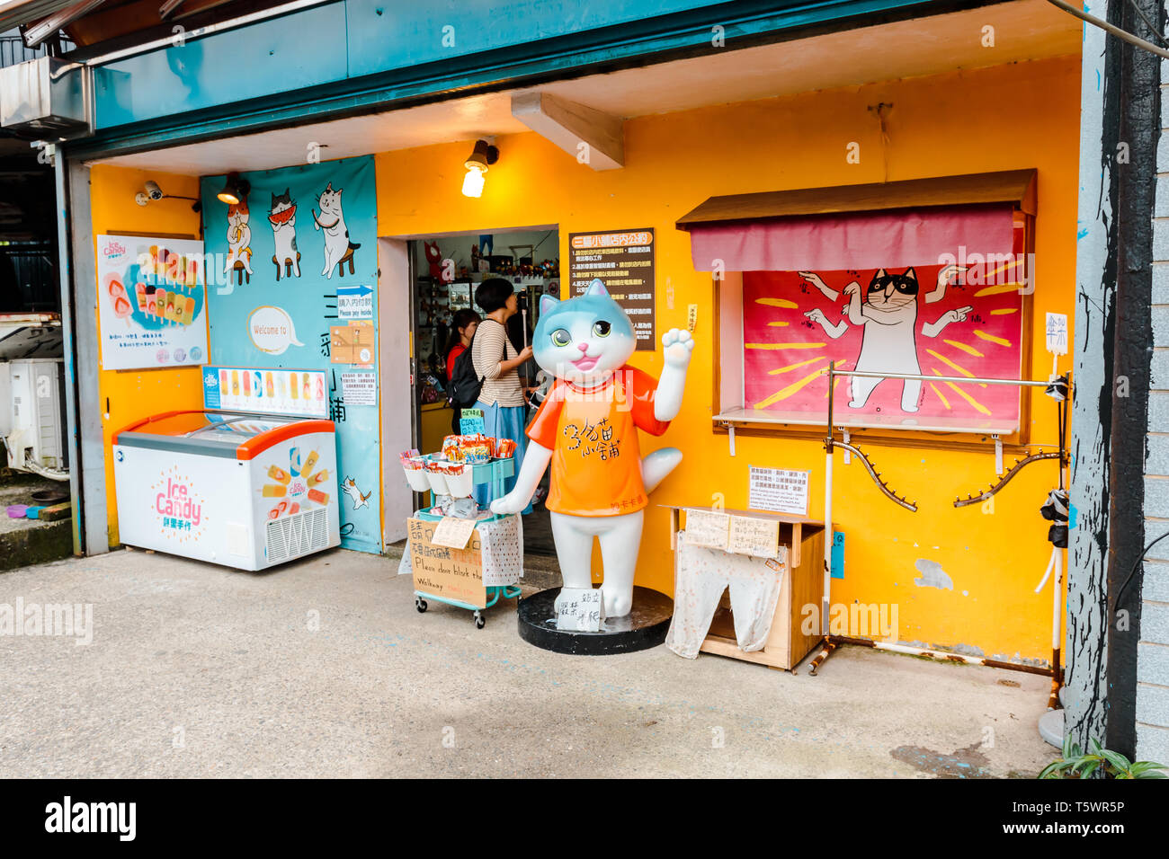 Ruifang, Taiwan : Souvenir Shop at Houtong Cat Village, a popular cat village in Ruifang district, with Cat greeting statue in the front - Stock Image