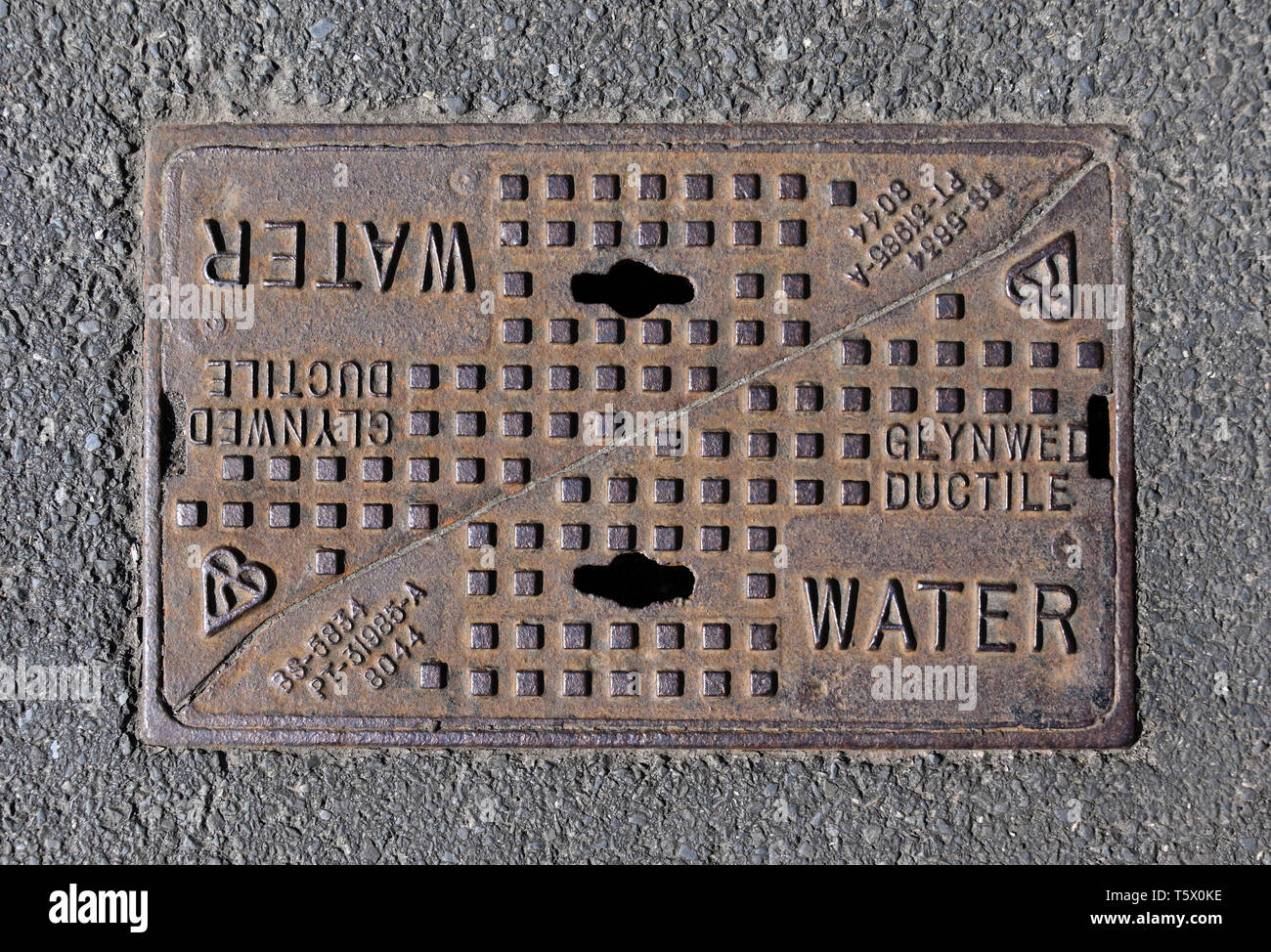 Cast Iron Inspection Chamber Cover. Glynwed Ductile. Water. BS-5834. PT-31985-A. 8044. - Stock Image