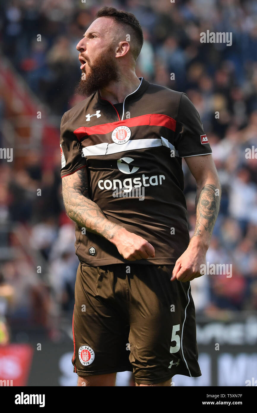 HAMBURG, GERMANY - APRIL 27: Marvin Knoll of FC Sankt Pauli celebrates after scoring his team's first goal during the second Bundesliga match between  - Stock Image