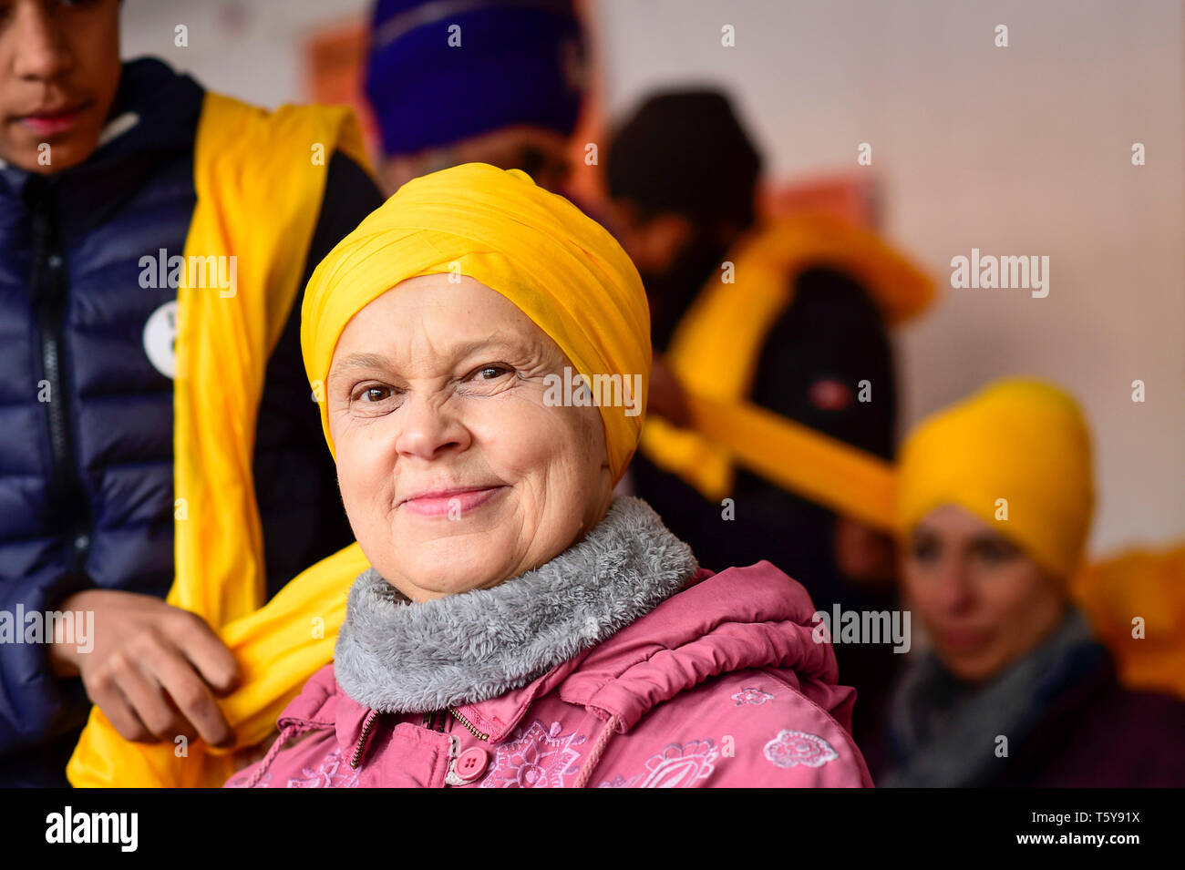 London, UK.  27 April 2019.  A woman has a turban tied during the festival of Vaisakhi in Trafalgar Square, hosted by the Mayor of London.  For Sikhs and Punjabis, the festival celebrates the spring harvest and commemorates the founding of the Khalsa community over 300 years ago.  Credit: Stephen Chung / Alamy Live News - Stock Image