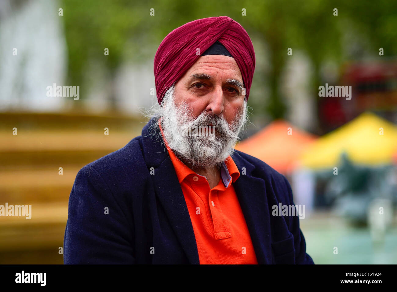 London, UK.  27 April 2019.  A man poses for a photo during the festival of Vaisakhi in Trafalgar Square, hosted by the Mayor of London.  For Sikhs and Punjabis, the festival celebrates the spring harvest and commemorates the founding of the Khalsa community over 300 years ago.  Credit: Stephen Chung / Alamy Live News - Stock Image