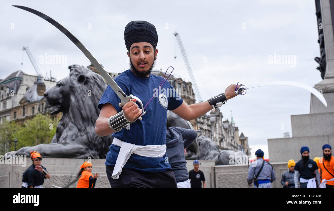 London, UK.  27 April 2019.  A young man performs Gatka, Sikh martial arts, during the festival of Vaisakhi in Trafalgar Square, hosted by the Mayor of London.  For Sikhs and Punjabis, the festival celebrates the spring harvest and commemorates the founding of the Khalsa community over 300 years ago.   Credit: Stephen Chung / Alamy Live News - Stock Image