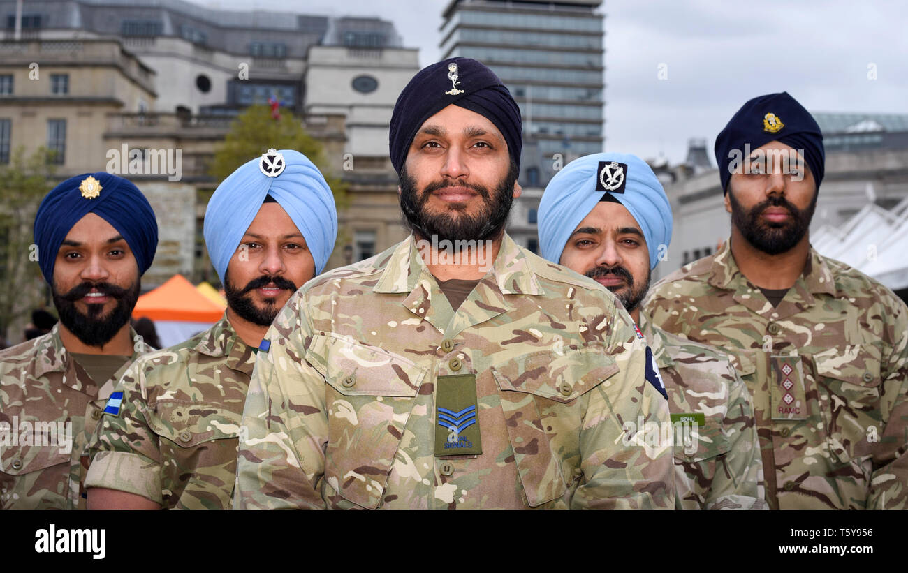 London, UK.  27 April 2019.  Members of the British Armed Forces Sikh Association pose for a photo during the festival of Vaisakhi in Trafalgar Square, hosted by the Mayor of London.  For Sikhs and Punjabis, the festival celebrates the spring harvest and commemorates the founding of the Khalsa community over 300 years ago.  Credit: Stephen Chung / Alamy Live News - Stock Image