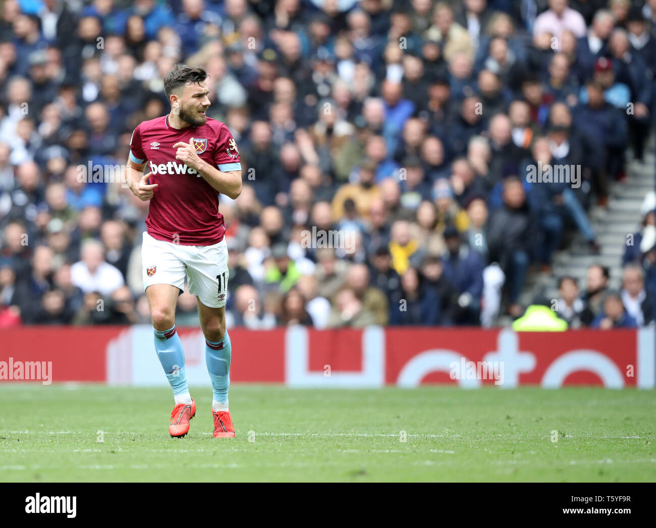 London, UK. 27th Apr 2019. Robert Snodgrass (WHU) at the Tottenham Hotspur v West Ham United English Premier League match, at The Tottenham Hotspur Stadium, London, UK on April 27, 2019. **Editorial use only, license required for commercial use. No use in betting, games or a single club/league/player publications** Credit: Paul Marriott/Alamy Live News - Stock Image