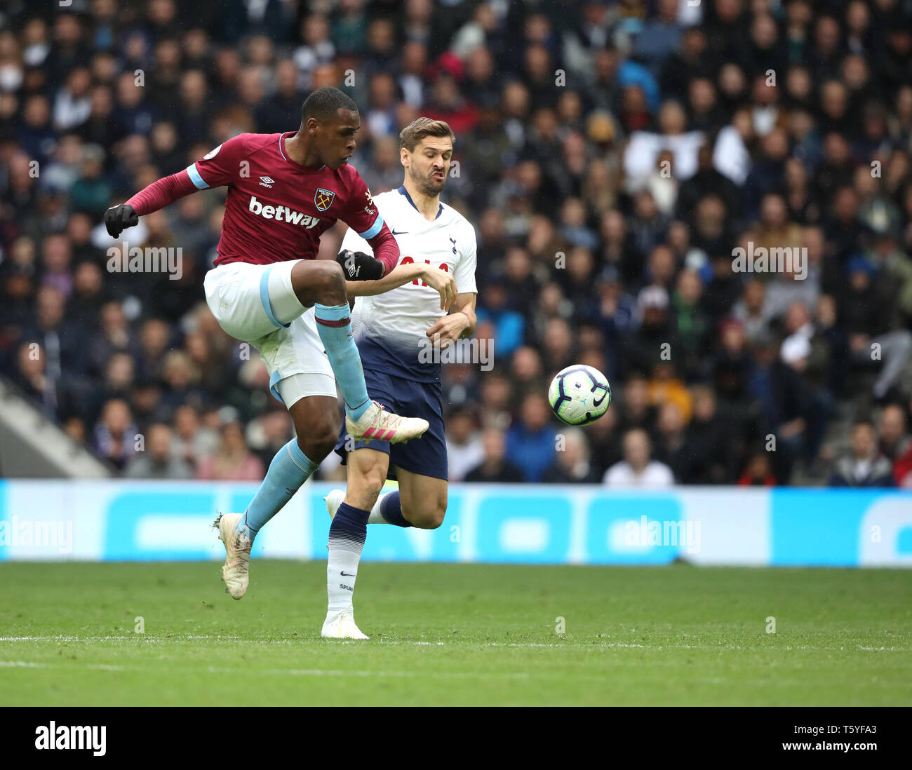 London, UK. 27th Apr 2019. Issa Diop (WHU) at the Tottenham Hotspur v West Ham United English Premier League match, at The Tottenham Hotspur Stadium, London, UK on April 27, 2019. **Editorial use only, license required for commercial use. No use in betting, games or a single club/league/player publications** Credit: Paul Marriott/Alamy Live News - Stock Image