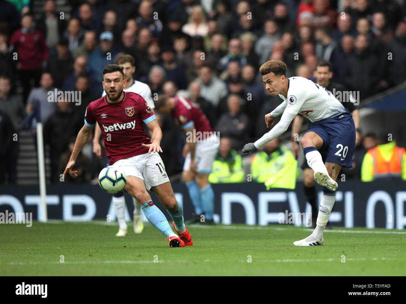 London, UK. 27th Apr 2019. Robert Snodgrass (WHU) Dele Alli (TH) at the Tottenham Hotspur v West Ham United English Premier League match, at The Tottenham Hotspur Stadium, London, UK on April 27, 2019. **Editorial use only, license required for commercial use. No use in betting, games or a single club/league/player publications** Credit: Paul Marriott/Alamy Live News - Stock Image