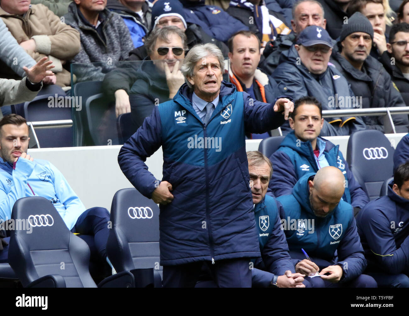 London, UK. 27th Apr 2019. Manuel Pellegrini (West Ham manager) at the Tottenham Hotspur v West Ham United English Premier League match, at The Tottenham Hotspur Stadium, London, UK on April 27, 2019. **Editorial use only, license required for commercial use. No use in betting, games or a single club/league/player publications** Credit: Paul Marriott/Alamy Live News - Stock Image