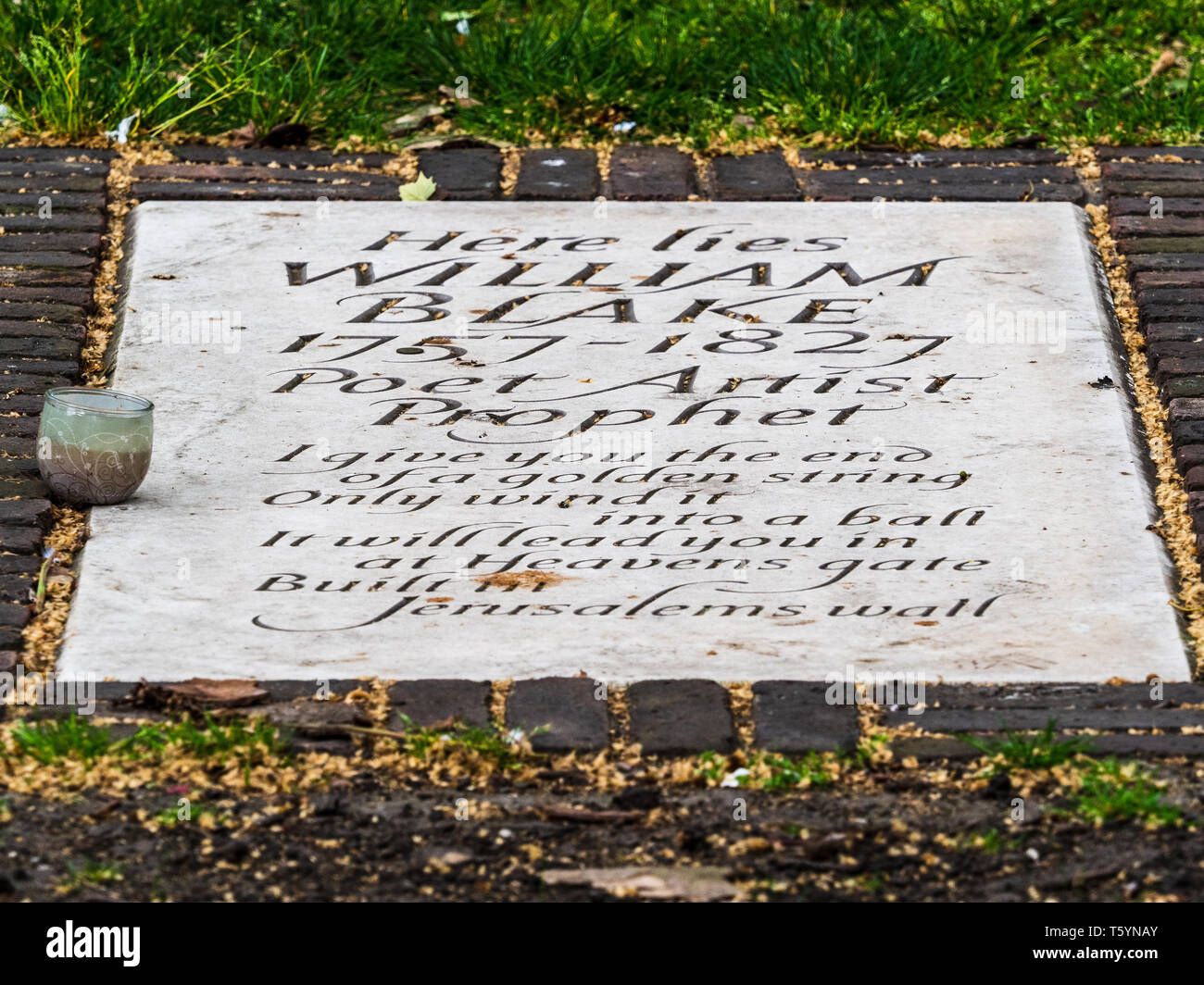 Gravestone marking William Blake's grave in Bunhill Fields Burial Ground London. Stone installed 2018, carved by Lida Cardozo, Jerusalem verse. - Stock Image