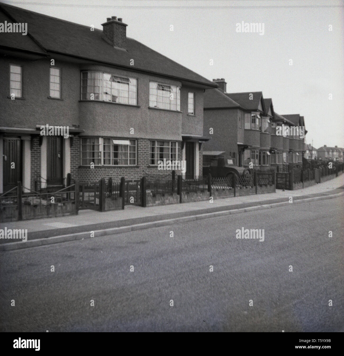 1940s, historcial, a quiet street in the suburbs, Ruislip, West London, England showing rows of two-storey terraced, pebbledash housing. Stock Photo