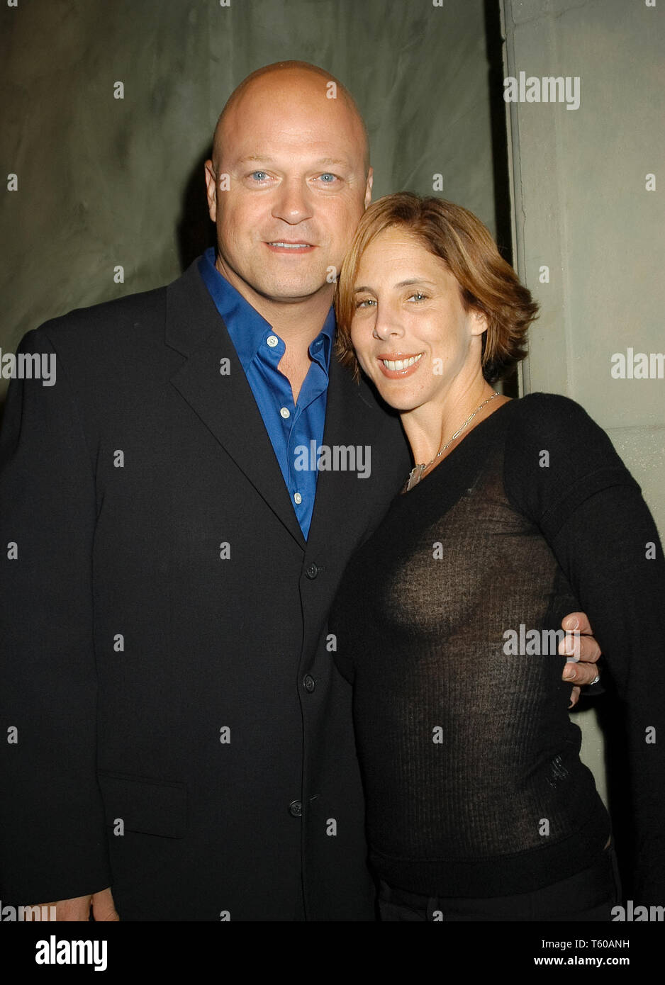 Michael Chiklis & Wife Michelle at the Academy of Television Arts & Sciences dinner honoring the 55th Annual Primetime Emmy Awards Nominees for Outstanding Performing Talent at Spagos in Beverly Hills, CA. The event took place on Thursday, September 18, 2003. Photo by: SBM / PictureLux  File Reference # 33790_1116SBMPLX - Stock Image